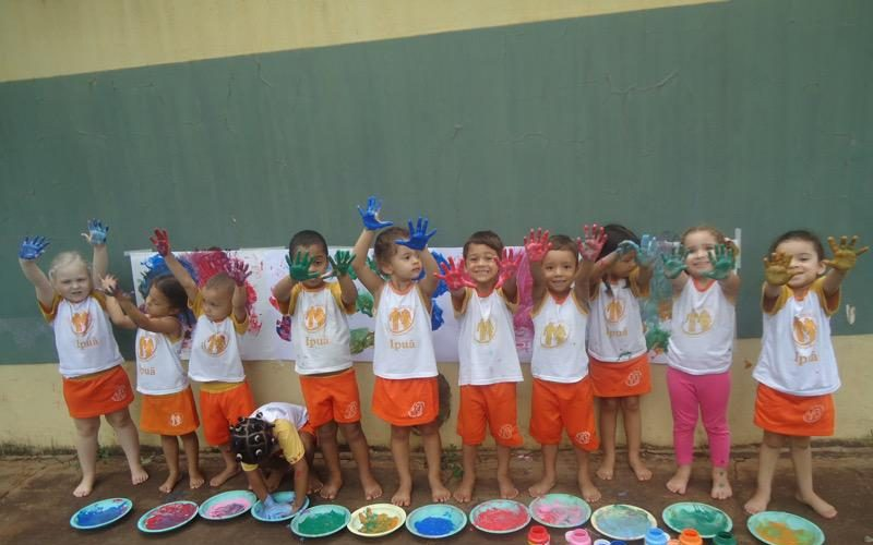 Doação de uniformes para os alunos Casa da Criança