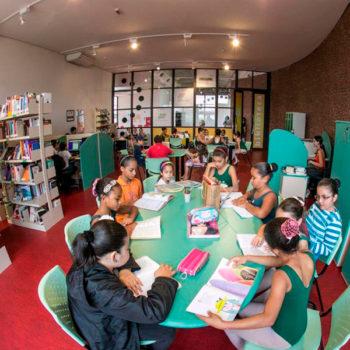 Biblioteca comunitária e gratuita Energia do Conhecimento recebeu a comunidade para eventos de agosto