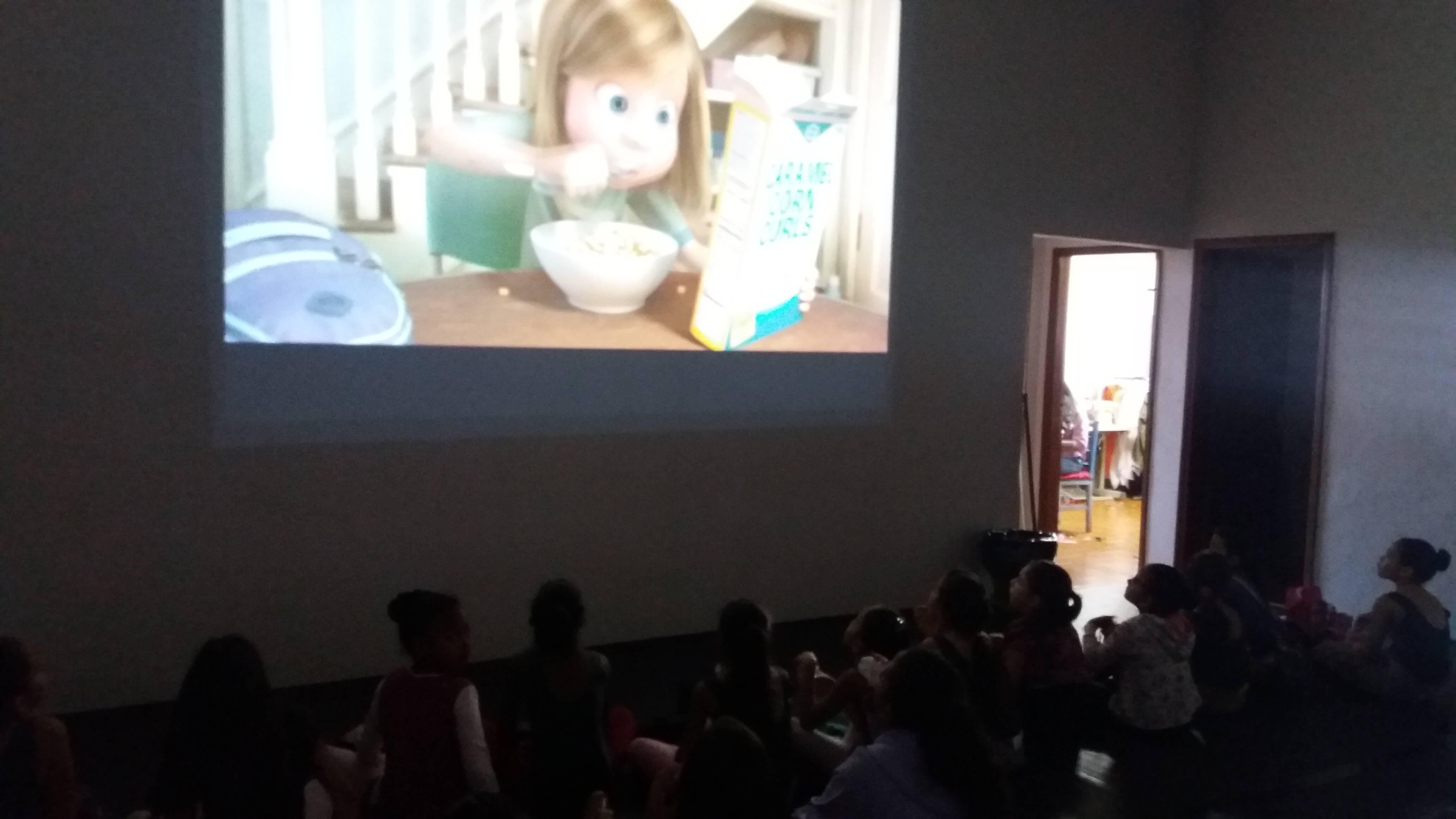 Filme Divertidamente foi o eixo das Oficinas Socioeducativas realizadas pela Usina da Dança em agosto