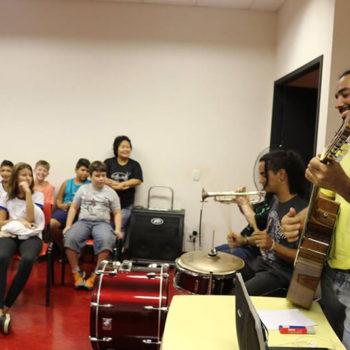 Alunos do Projeto Guri  Polo IORM Guaíra participam de aula show com o AI4
