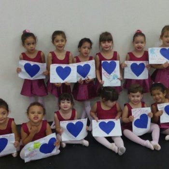 Novos alunos da Usina da Dança recebem uniformes