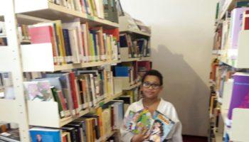 """Judoca é """"campeão"""" na leitura dos quadrinhos de Maurício de Souza na Biblioteca Energia do Conhecimento"""