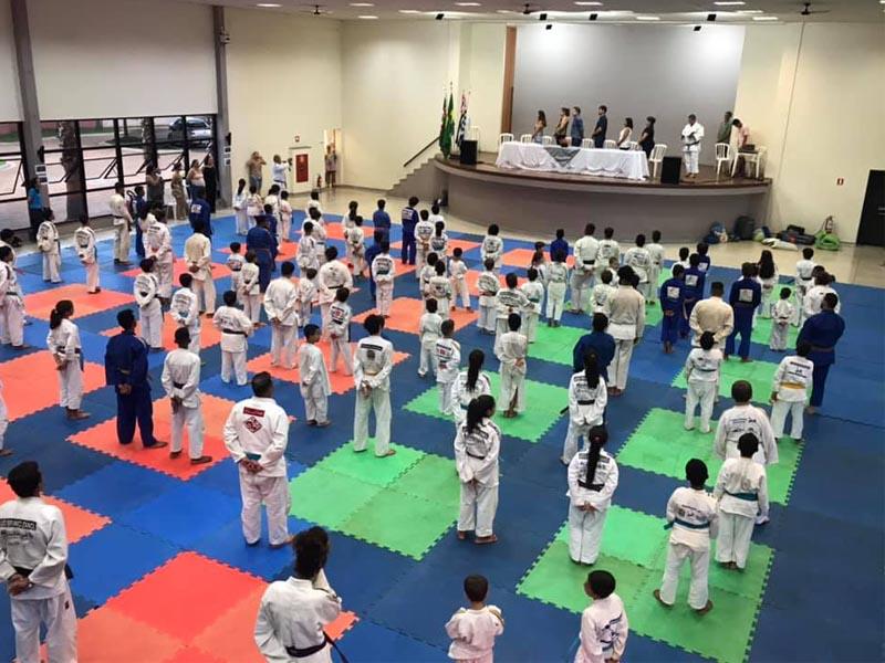 Judocas do Projeto Branco Zanol participam do treinamento de verão realizado no GREC