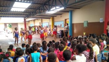 Agenda Móvel leva apresentação da Usina da Dança à Escola Municipal Jacinta Barbosa de Freitas de Miguelópolis